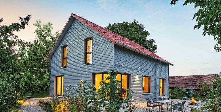 Haus Garten von Fertighaus WEISS GmbH