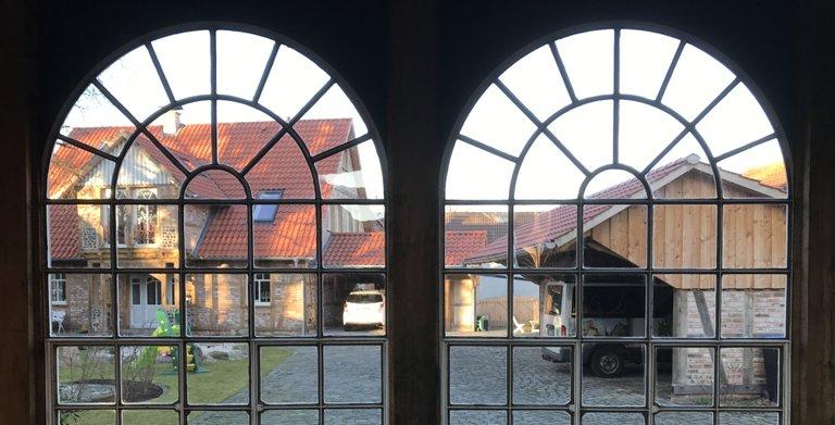 Blick durch ein Stahlfenster Copyright: