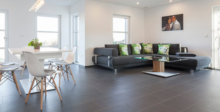 Der Wohnbereich ist offen an Küche und Esszimmer angegliedert Copyright: Wolf-Haus
