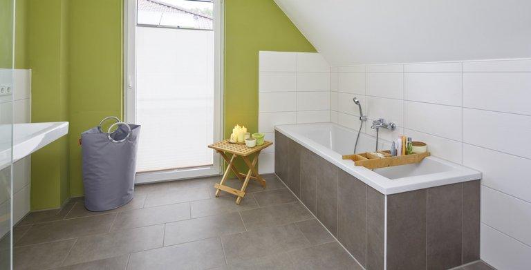 Ein stimmiges Farbkonzept macht das Badezimmer zur Wohlfühloase. Copyright: Heinz von Heiden GmbH Massivhäuser