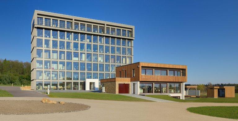 KAMPA Bauinnovationszentrum in Aalen Waldhausen mit einer über 2000m² Bemusterungsausstellung inklusive VIESSMANN Center, Bäderwelt und Küchenstudio.
