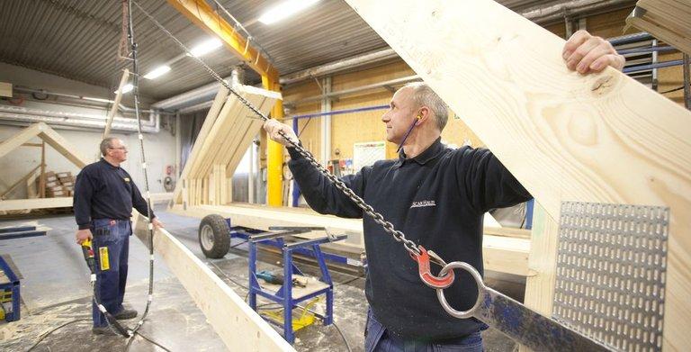 So entsteht ein Fertighaus: ein Blick in die Produktionshalle Copyright: ScanHaus Marlow GmbH